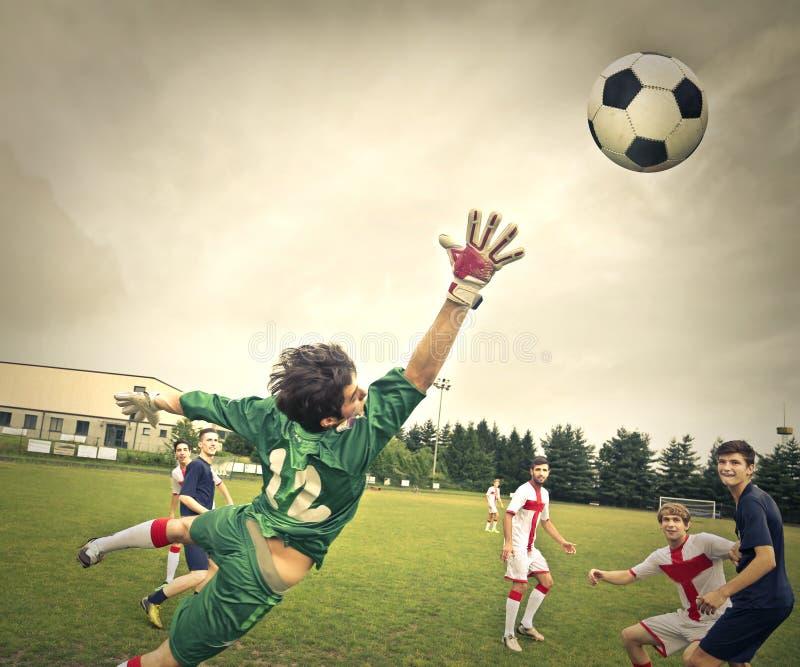 En intressant fotbollsmatch royaltyfri fotografi