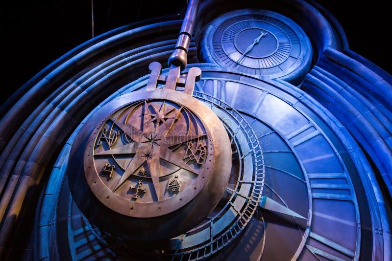 En jätte- klocka i Hogwarts royaltyfri fotografi