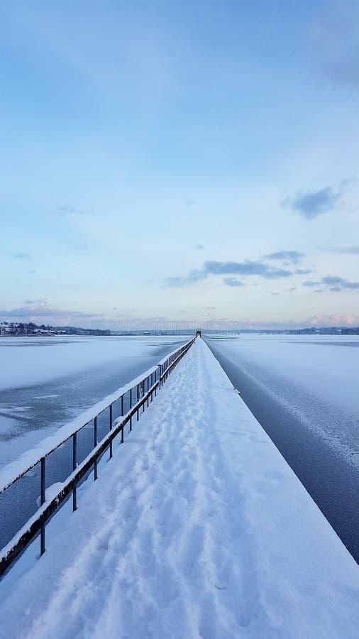 En kall vinterdag fotografering för bildbyråer