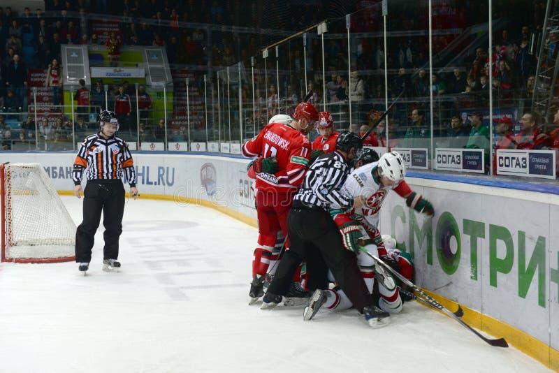 En kamp på en hockeylek royaltyfri fotografi