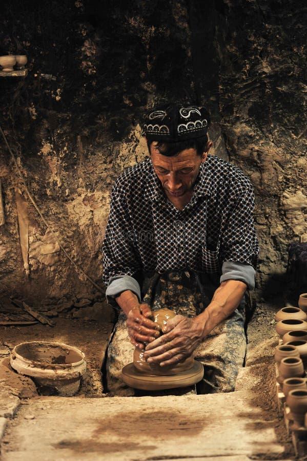En keramiker arbetade â… £ royaltyfria bilder