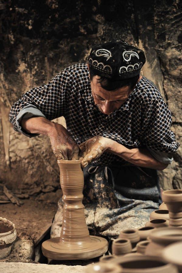 En keramiker arbetade â… ¤ fotografering för bildbyråer