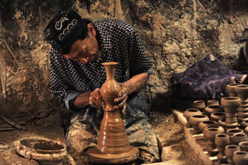 En keramiker arbetade royaltyfri fotografi