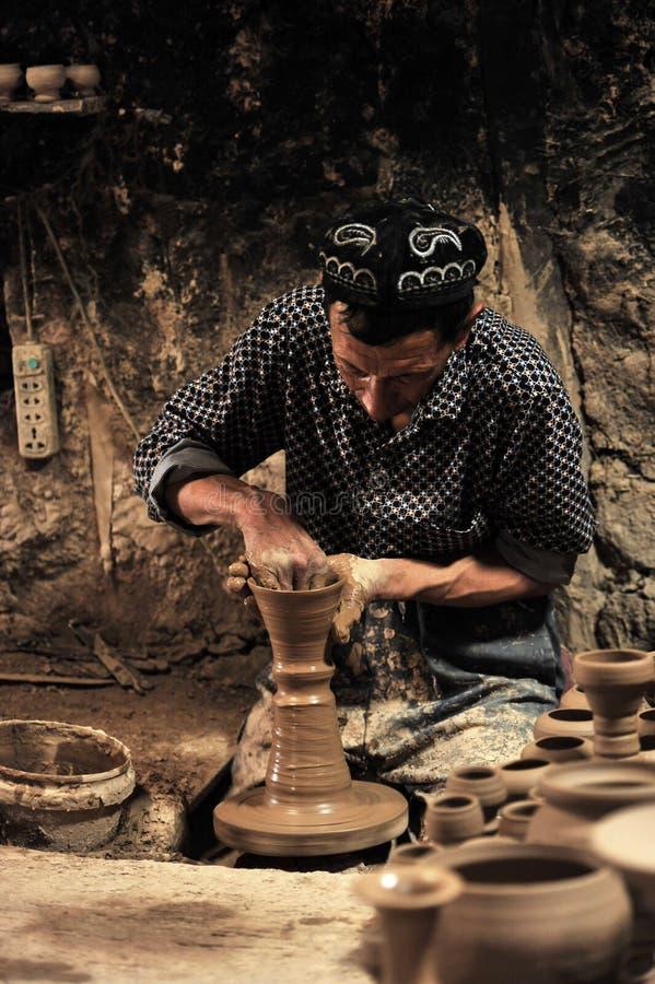 En keramiker arbetade arkivfoto