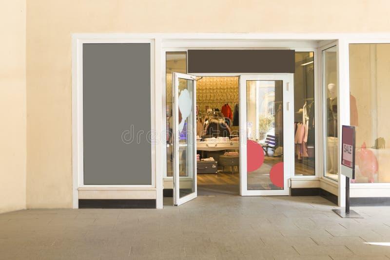 En klänning shoppar arkivbilder