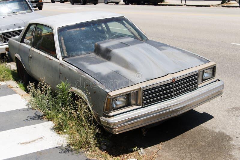 En klassisk bil för tappning i gatan i Los Angeles, Kalifornien arkivfoton