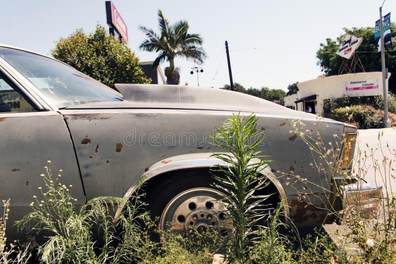 En klassisk bil för tappning i gatan i Los Angeles, Kalifornien arkivfoto