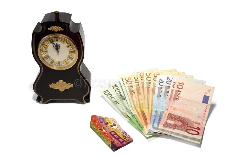 En klocka, ett hus och pengar royaltyfri fotografi