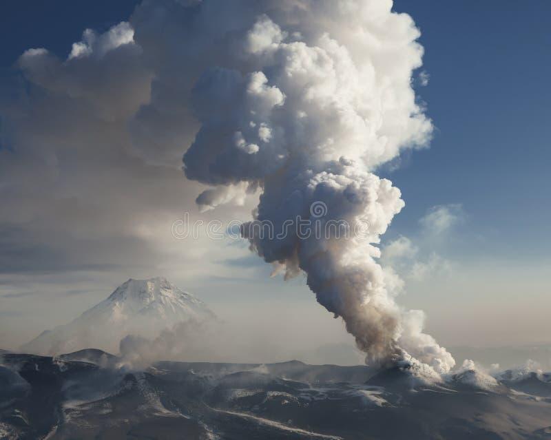 En klyfta in i en vulkanisk spricka arkivfoton