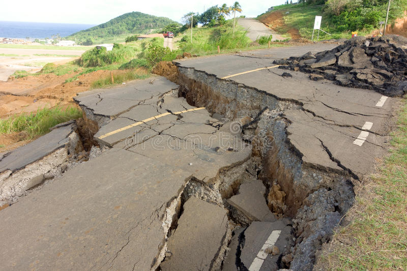 En kollapsad huvudväg på Argyle, st vincent fotografering för bildbyråer