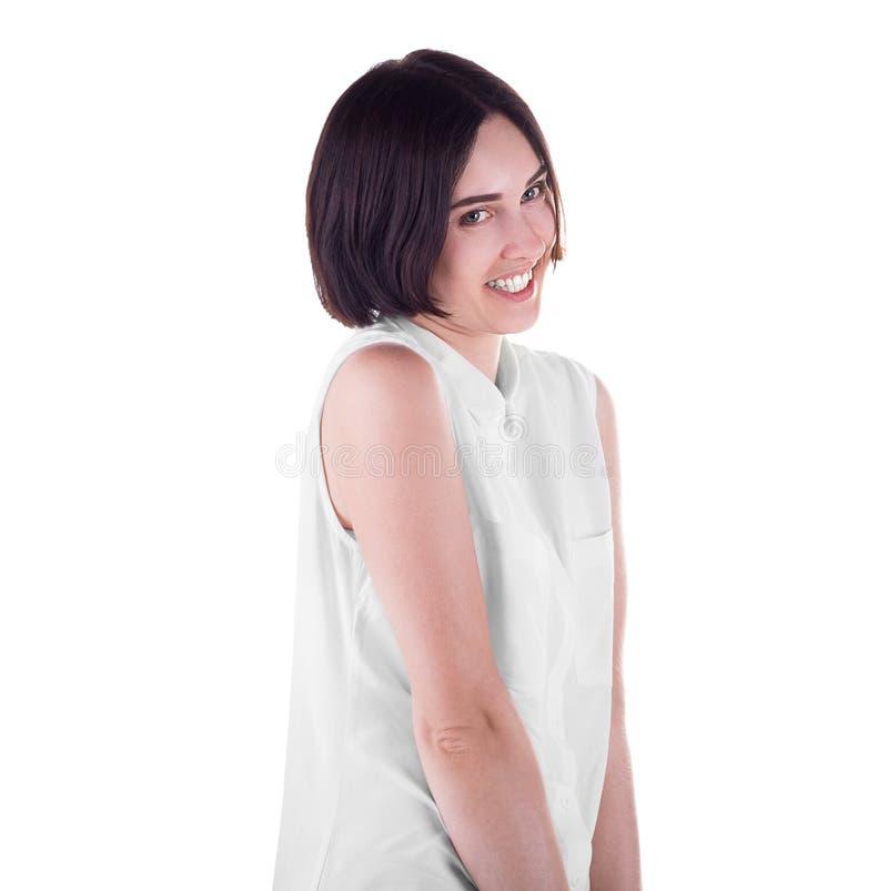 En konstig kvinna som isoleras på en vit bakgrund En attraktiv och skämtsam flicka En glad tillfällig dam som bär en ljus skjorta arkivbilder