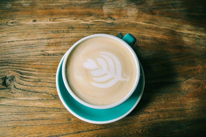 En kopp av kafélatte arkivbild