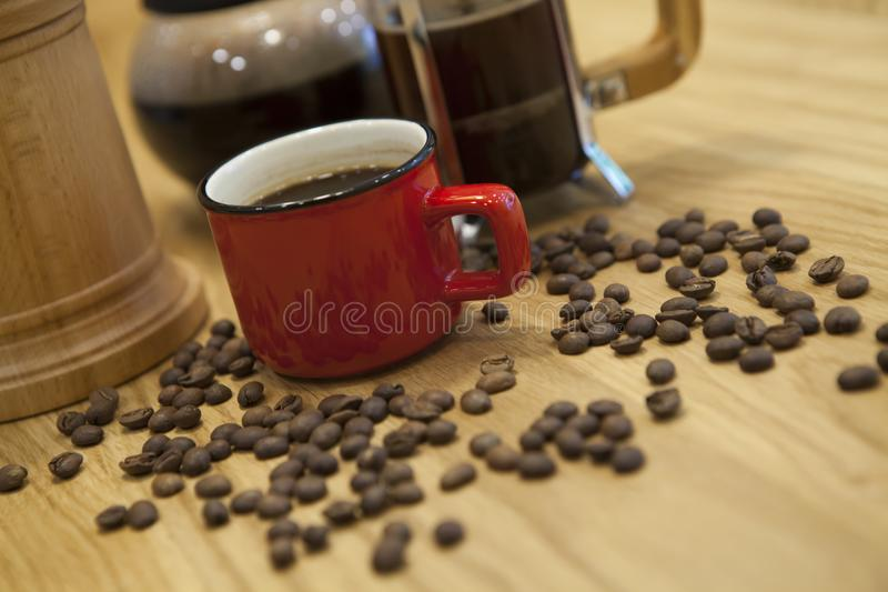 En kopp av kaffe på tabellen royaltyfria bilder