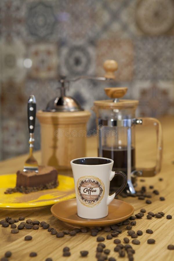 En kopp av kaffe på tabellen royaltyfria foton