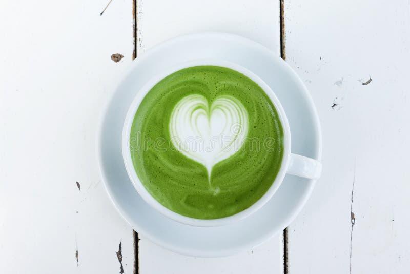 En kopp av matchalatte för grönt te royaltyfri foto