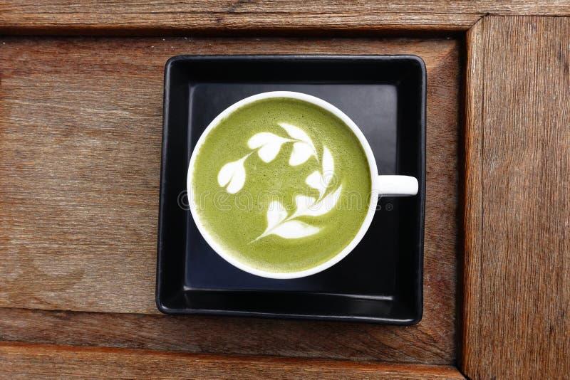 En kopp av matchalatte för grönt te royaltyfri fotografi