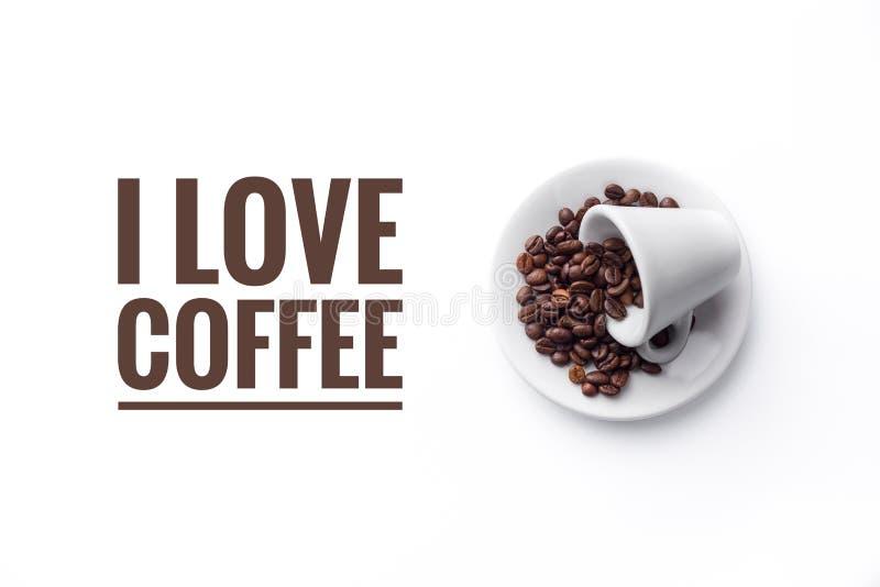 En kopp på vit bakgrunds- och meddelande` ÄLSKAR JAG KAFFE`, arkivfoto