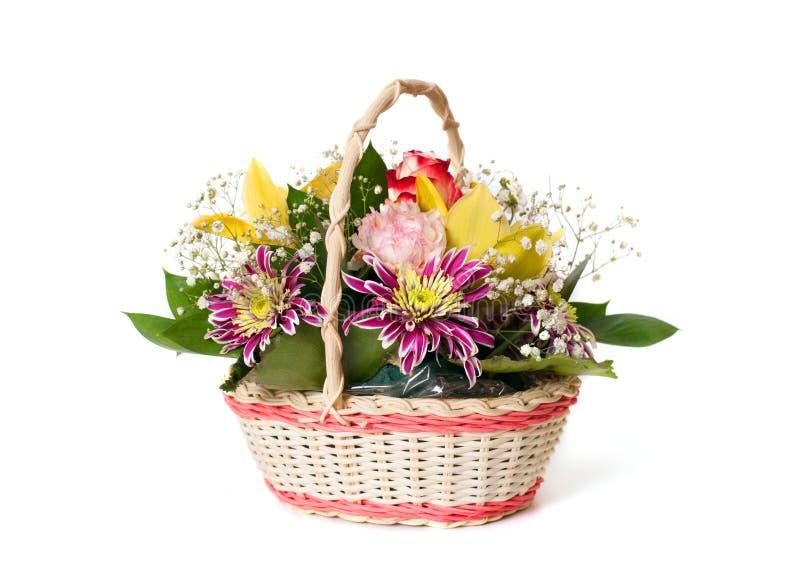 En korg av blommor royaltyfri fotografi