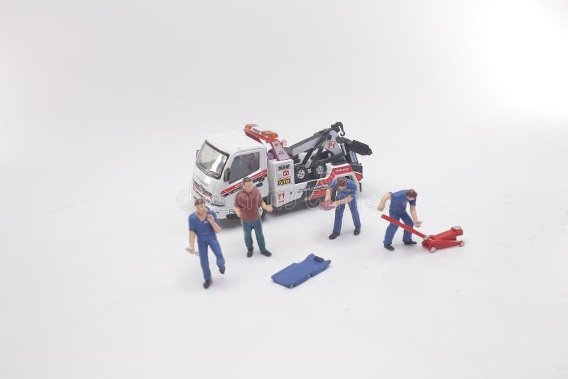 en kortkort av arbetarbilreparationen och service stock illustrationer