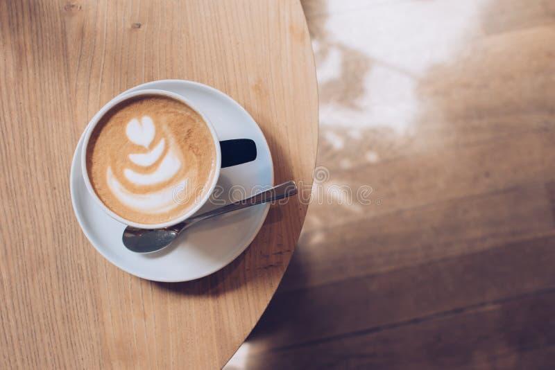 En kupa av cappuccino royaltyfria bilder