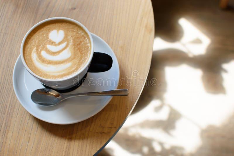 En kupa av cappuccino royaltyfria foton