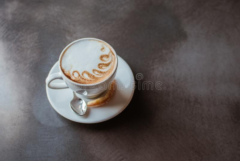 En kupa av cappuccino arkivfoton