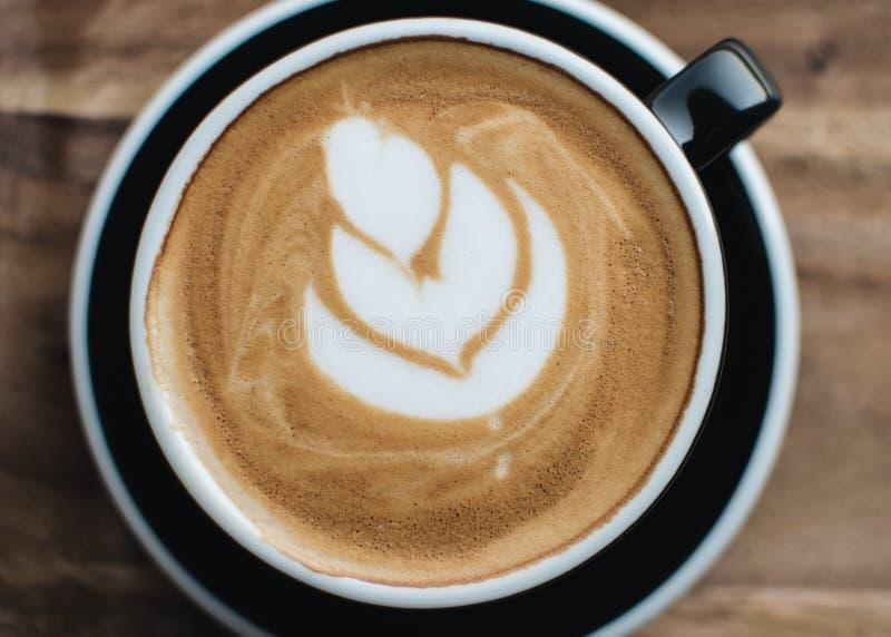 En kupa av cappuccino arkivbild