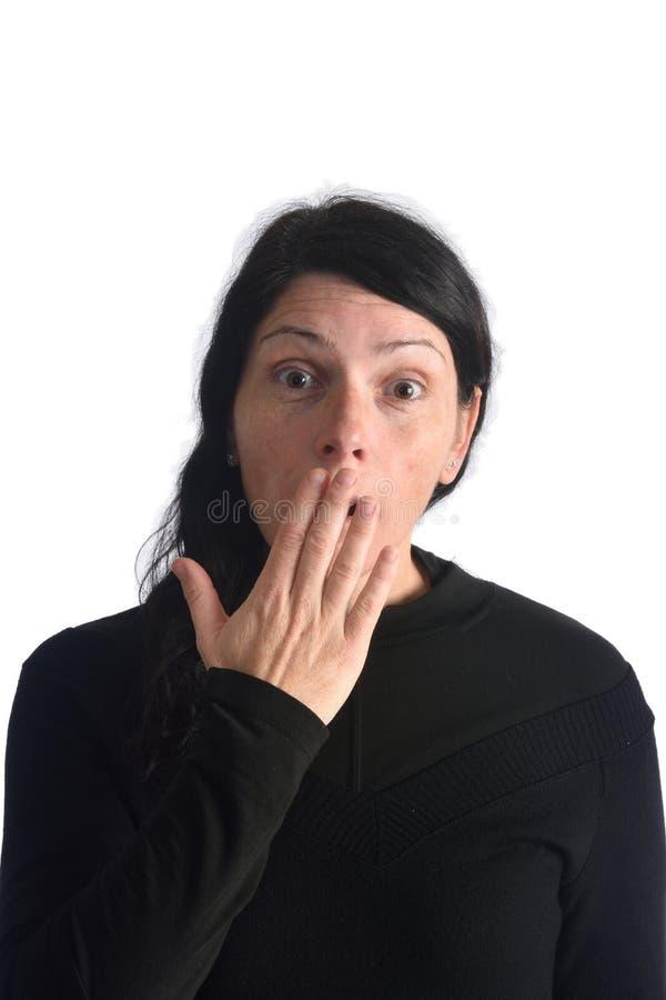 En kvinna som har en skrämsel arkivfoto
