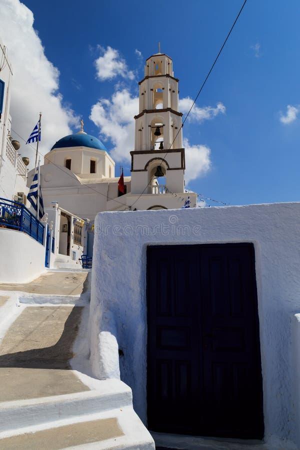 En kyrka i den Pyrgos byn, Santorini royaltyfri bild