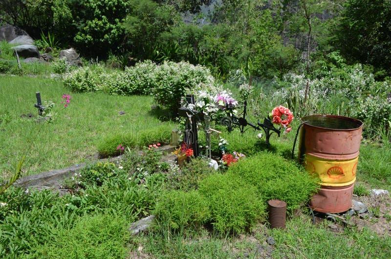 En kyrkogård i Mafate den vulkaniska calderaen i ön av Réunion arkivbilder