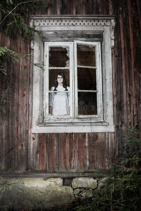 Download En läskig spökeflicka fotografering för bildbyråer. Bild av flicka - 27275977