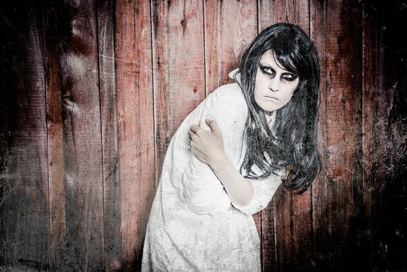 Download En läskig spökeflicka fotografering för bildbyråer. Bild av galet - 27276007