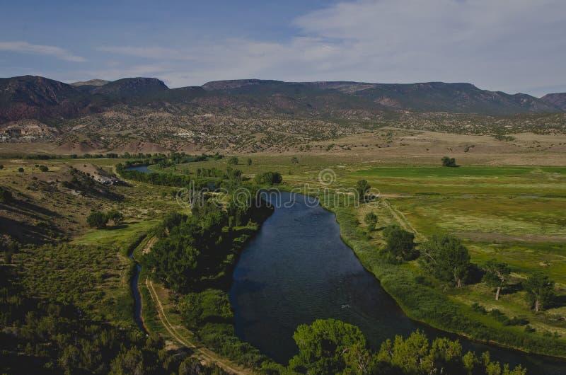 En lång böjande sikt av Greenet River arkivbilder