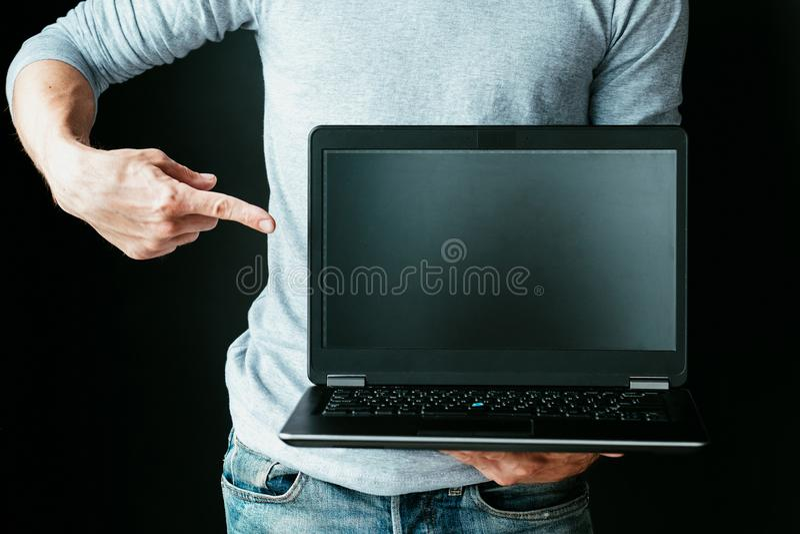 En línea él ordenador portátil del punto del desarrollo de programas del curso fotografía de archivo libre de regalías