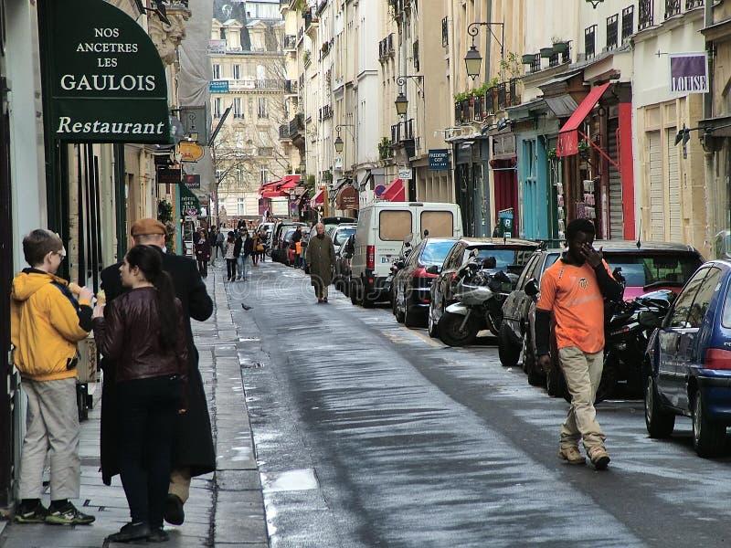 En la calle principal de St. Louis en París imagen de archivo libre de regalías