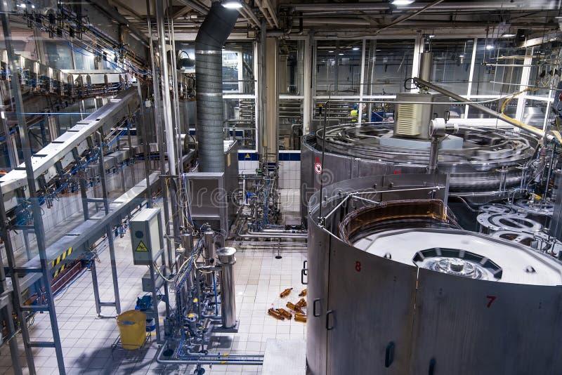 En la cerveza que elabora la fábrica fotos de archivo libres de regalías