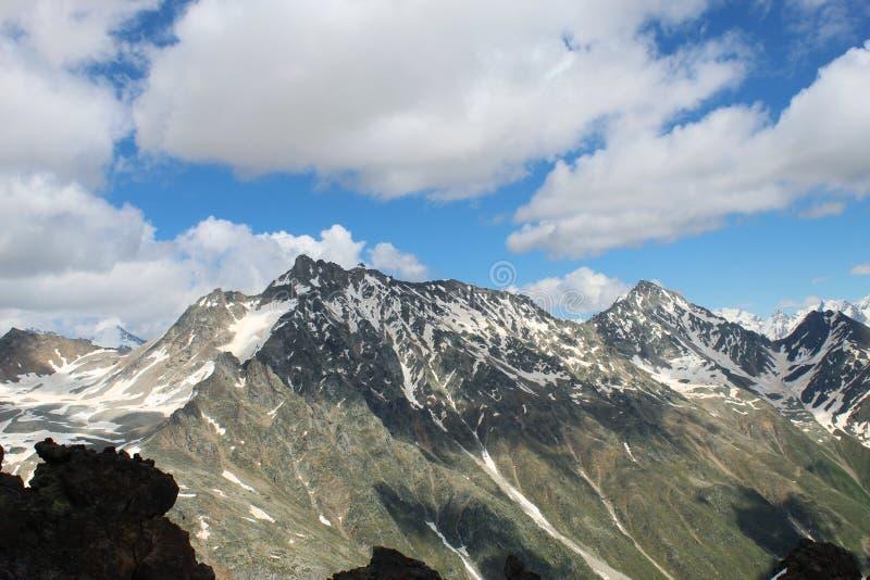 En la cima del monte Elbrus El sueño viene verdad fotografía de archivo