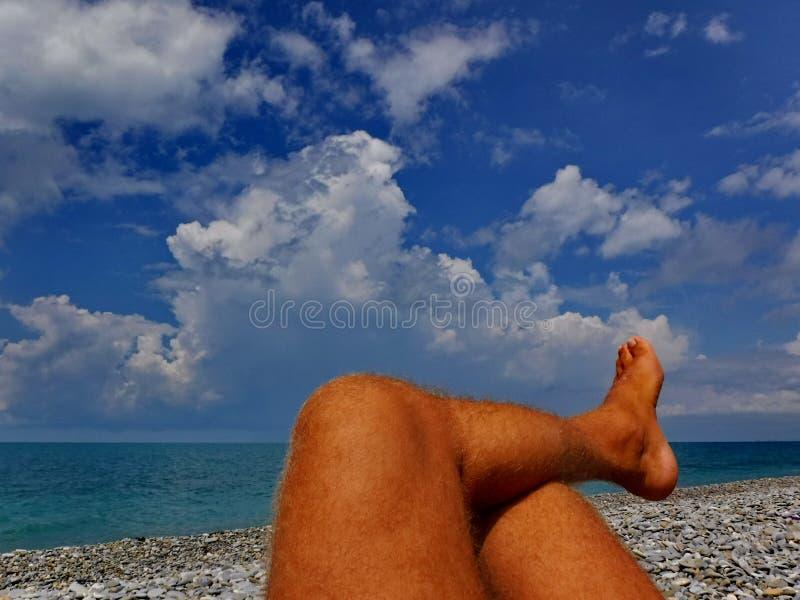En la costa del Mar Negro antes de una tempestad de truenos foto de archivo
