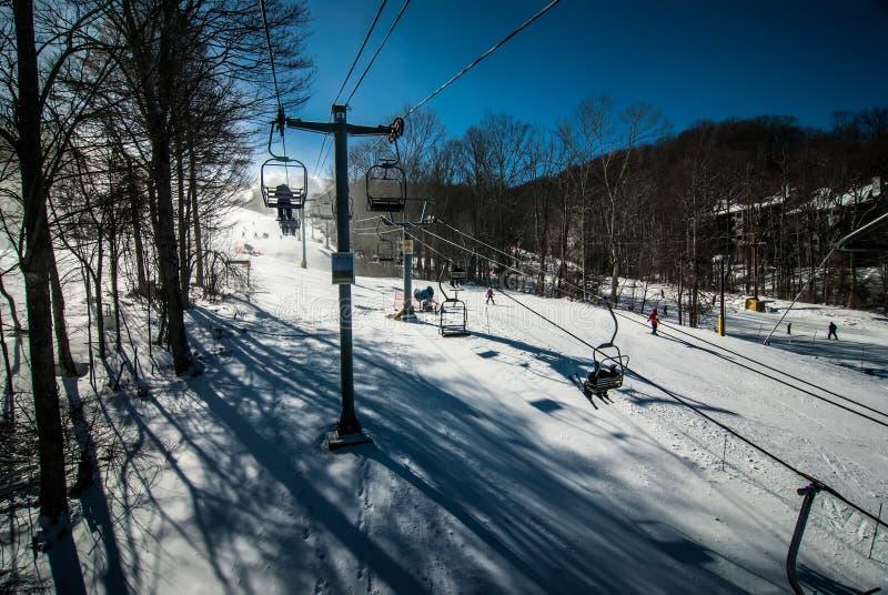 En la estación de esquí fotos de archivo libres de regalías