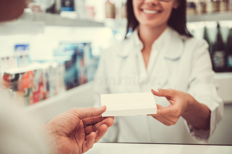 En la farmacia imagen de archivo