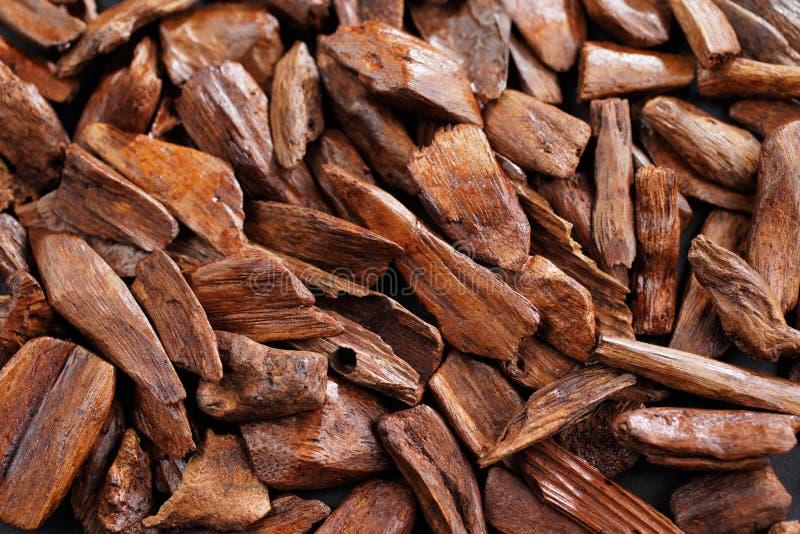 En la mayoría de los países árabes el bukhoor es el nombre dado a los ladrillos o a los pedazos de madera perfumados imagen de archivo