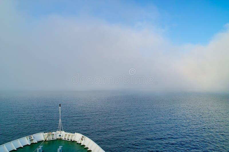 En la niebla imágenes de archivo libres de regalías