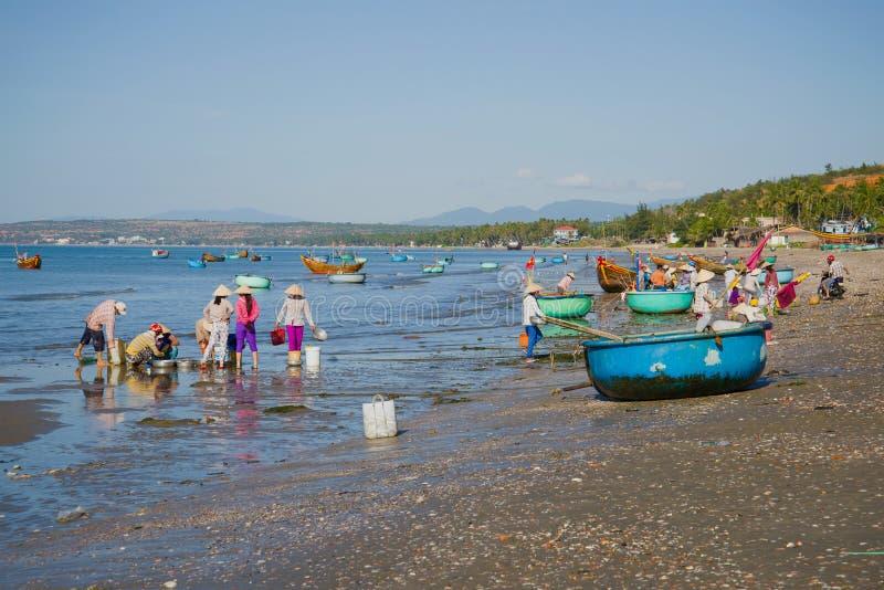 En la orilla del pueblo pesquero de Mui Ne Vietnam fotografía de archivo libre de regalías