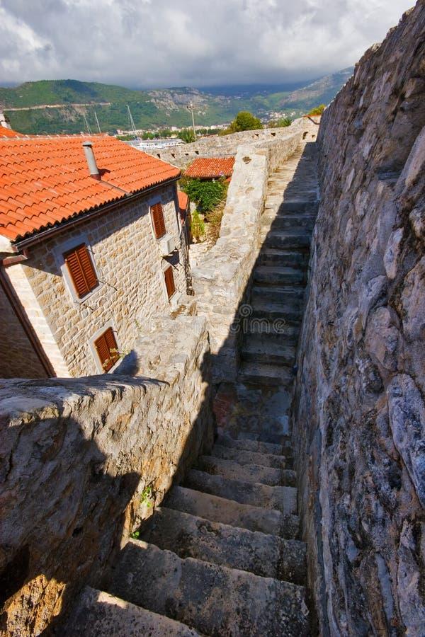 Download En la pared de Budva viejo imagen de archivo. Imagen de montenegro - 7278783