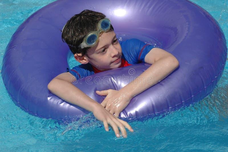 En la piscina imagen de archivo libre de regalías