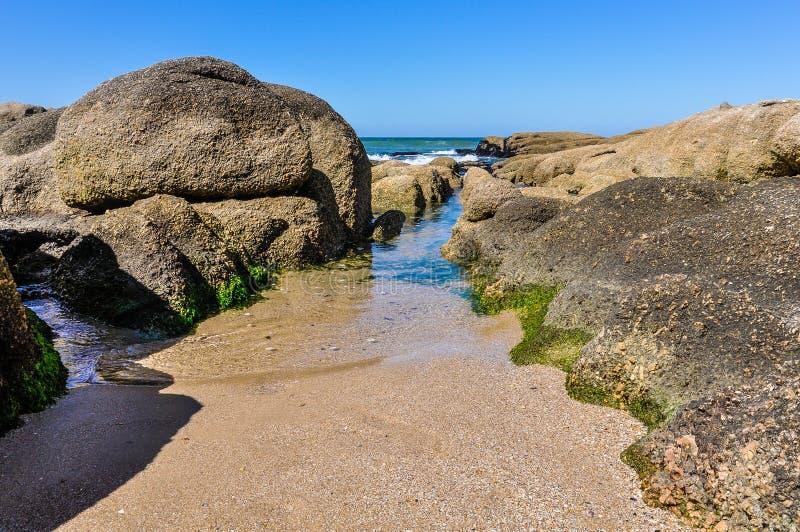 En la playa en Punta del Diablo en Uruguay fotografía de archivo libre de regalías
