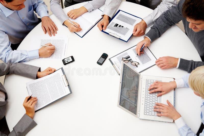 En la reunión fotos de archivo