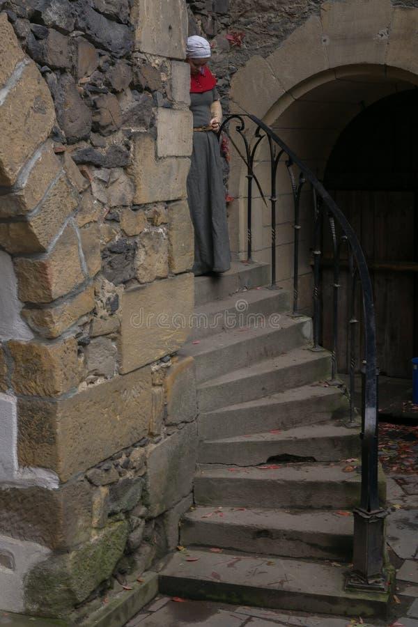 En la vieja escena del castillo imagen de archivo