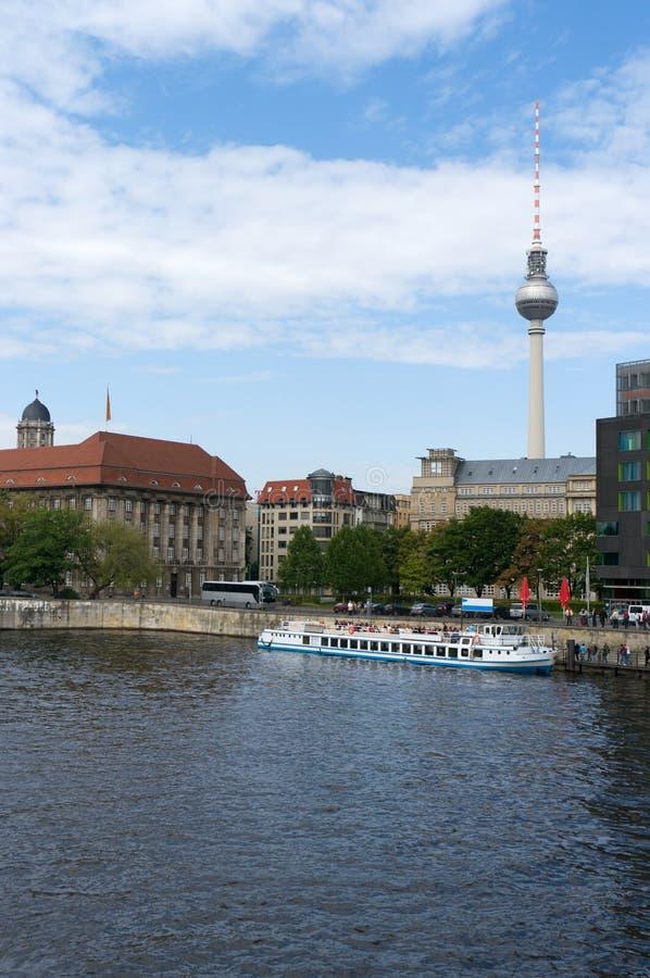 En las baterías de la juerga. Berlín. foto de archivo