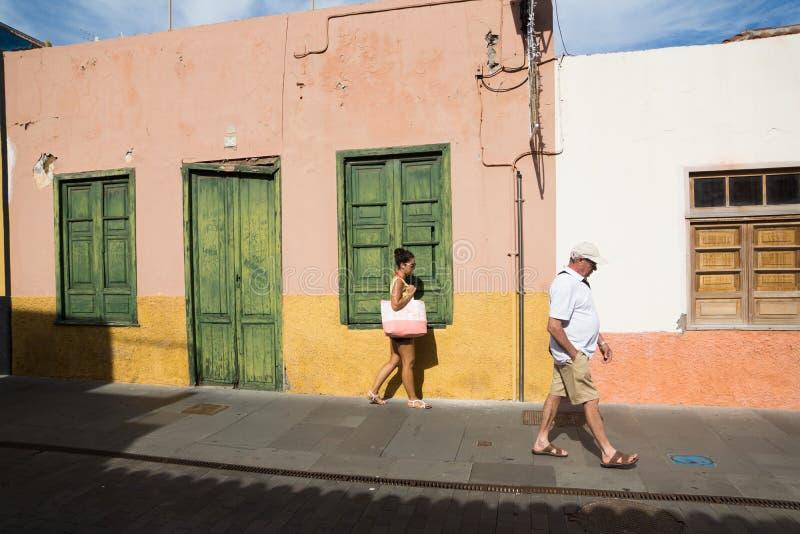 En las calles usted puede encontrarse foto de archivo libre de regalías